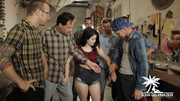 Você sabe o que é Gang Bang? Já teve experiência com essa prática sexual?